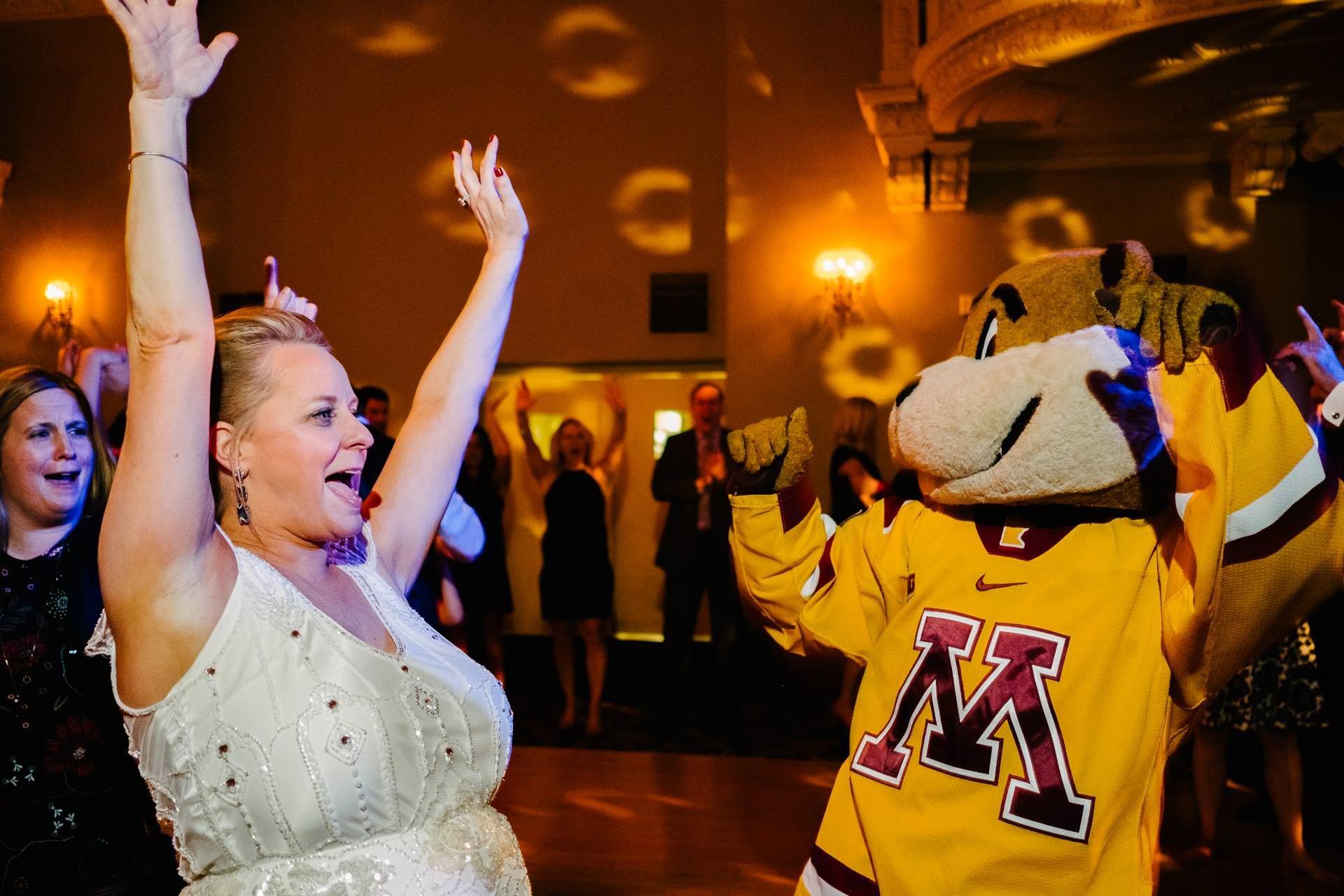 1216_CSM-Saint-Paul-Athletic-Club-Wedding-Reception