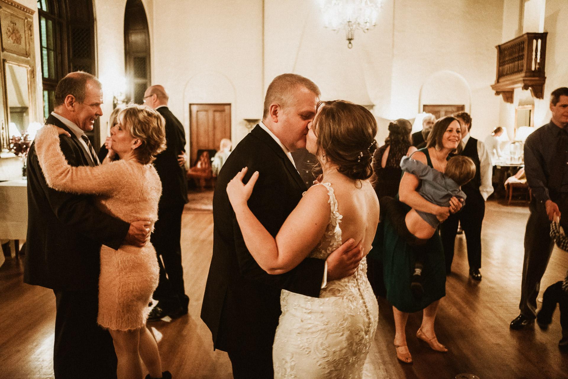0835-KRW-Womens-Club-Of-Minneapolis-Wedding-Photographer