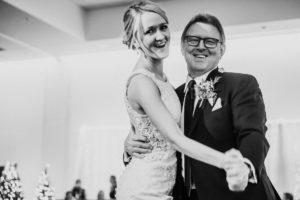 0920-GDW-Radisson-Blu-Bloomington-Wedding-Photographer-300x200