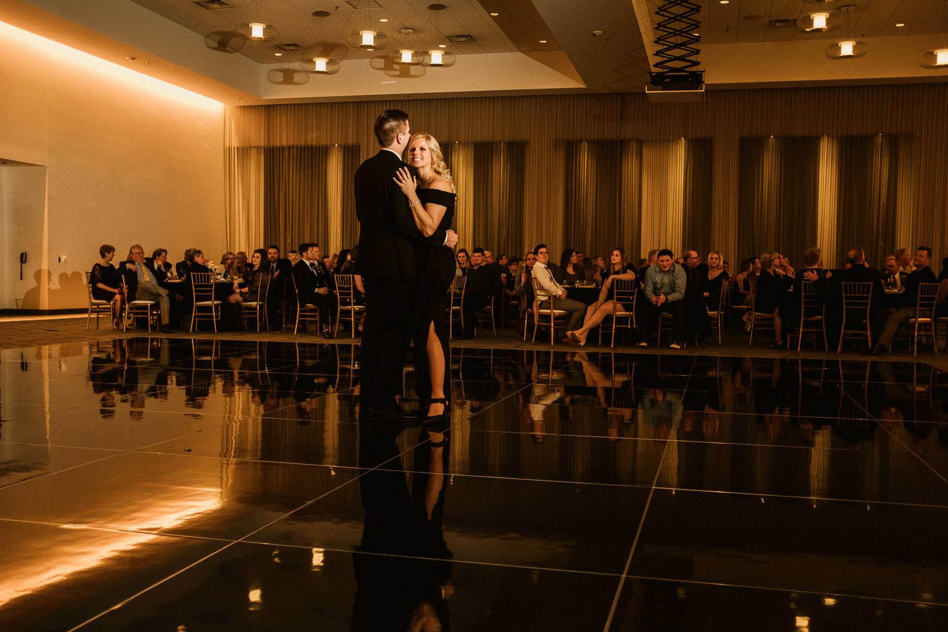 0932-GDW-Radisson-Blu-Bloomington-Wedding-Photographer